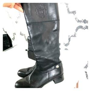Black leather knee boot
